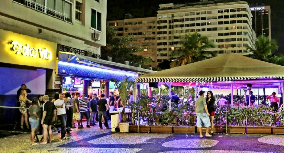 Balcony Bar: A hot spot for prostitution and sex tourism in Copacabana in 2012 (Thaddeus Blanchette)